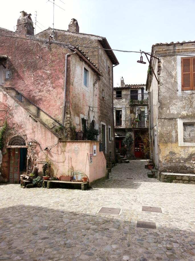 Calcata medieval town stanito