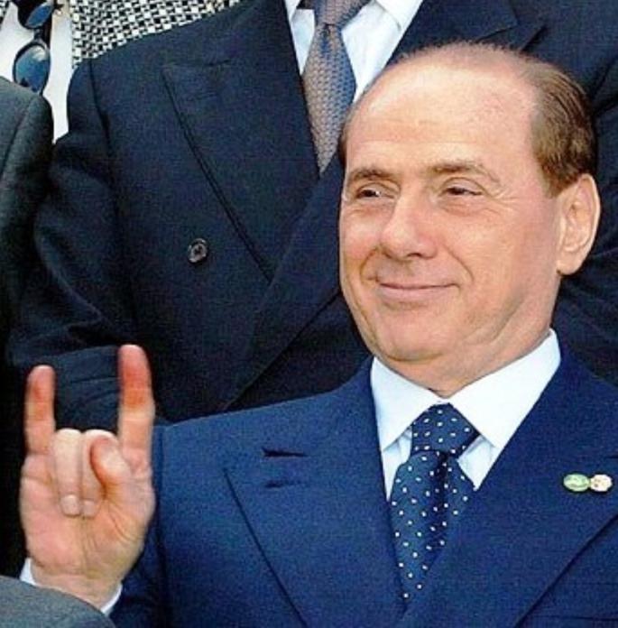 Berlusconi corna Stanito