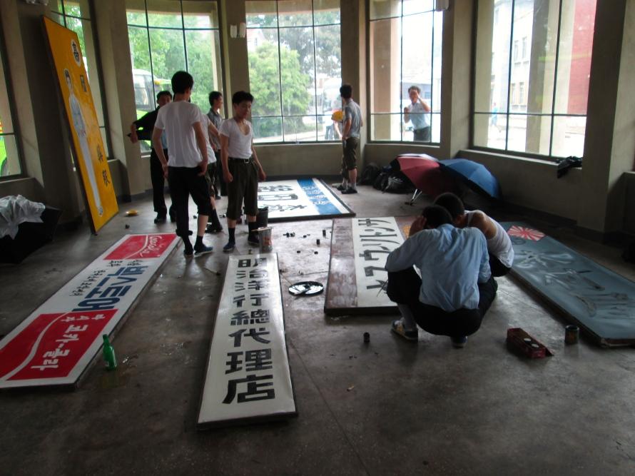 People in Kaesong 13