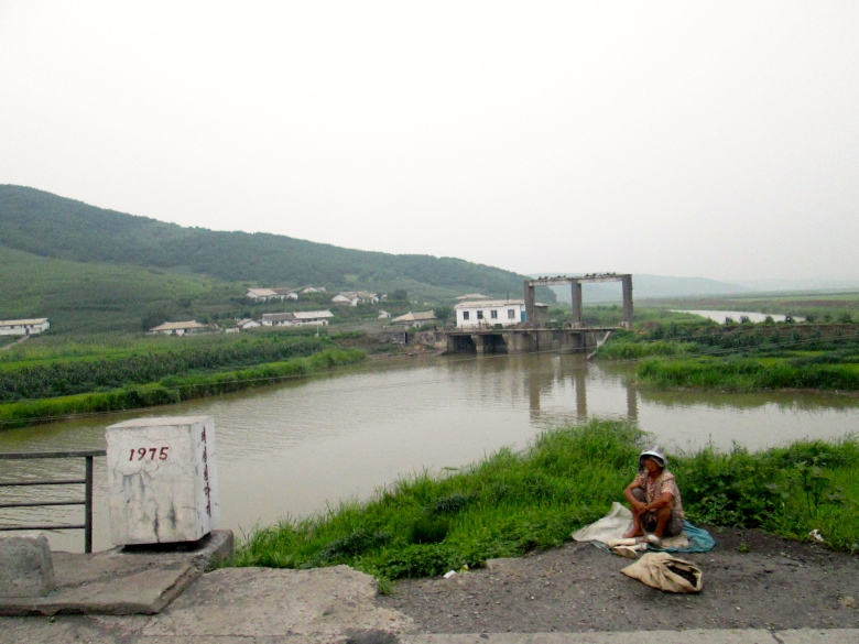 People in Kaesong stanito 3