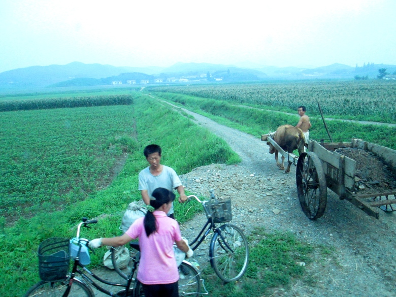 People in Kaesong stanito 9