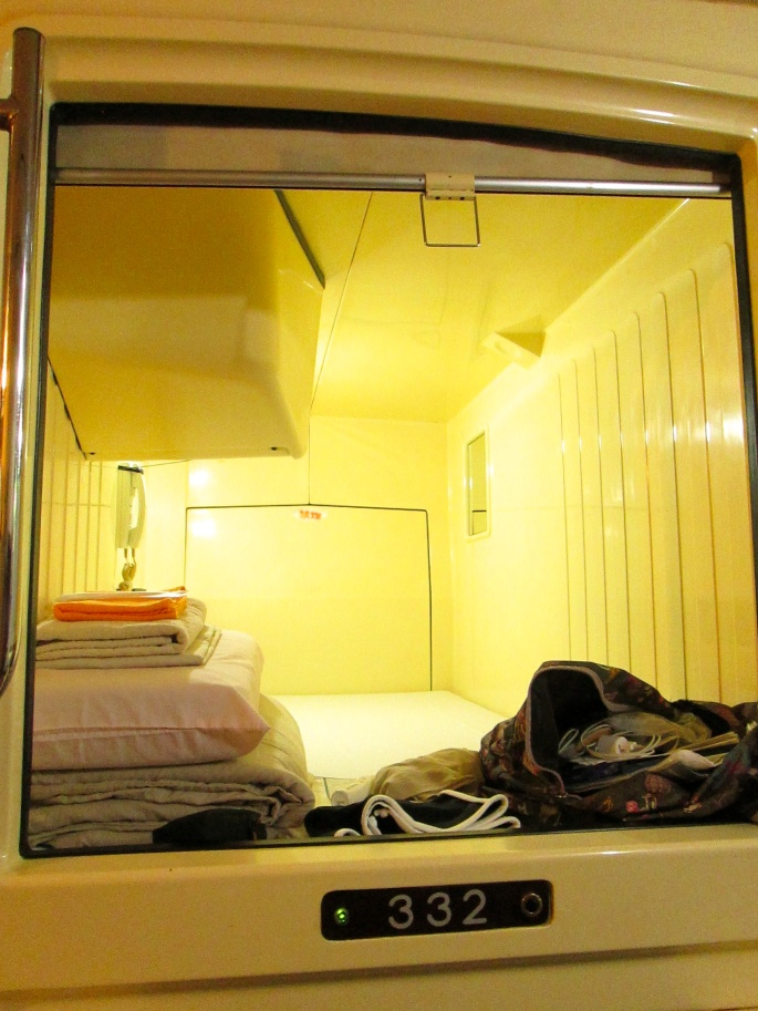 Stanito capsule hotel space