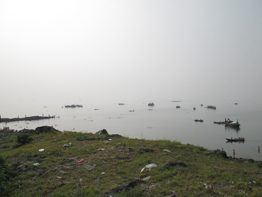 Namp'o beach boats