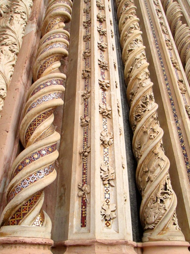 Colonne postenti Duomo Orvieto Stanito