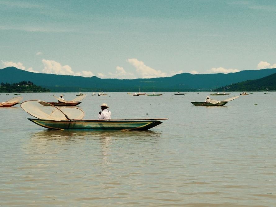 Patzcuaro_Michoacan_mexico_stanito_janiotzio_island_fishermen2
