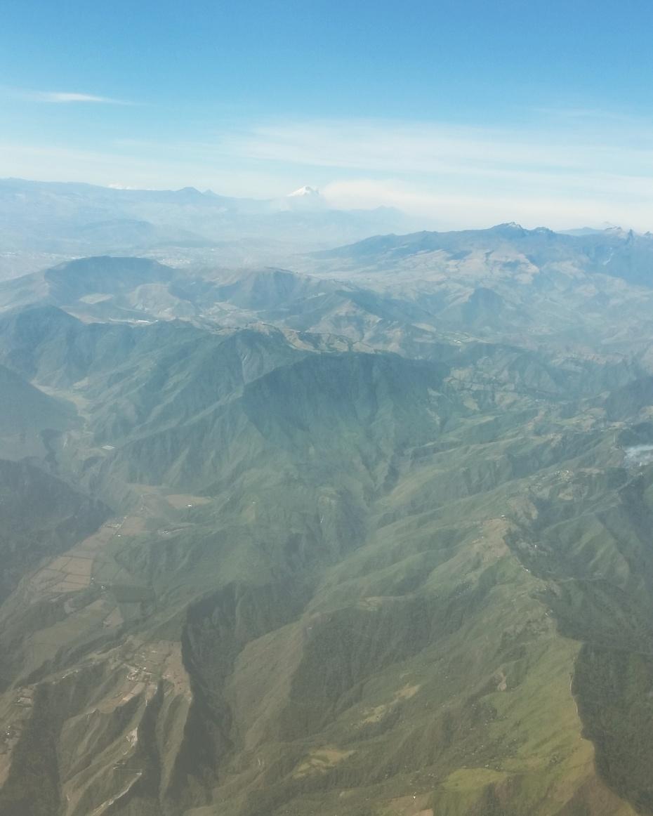 Quito_highland_Ecuador_airplane_up_stanito