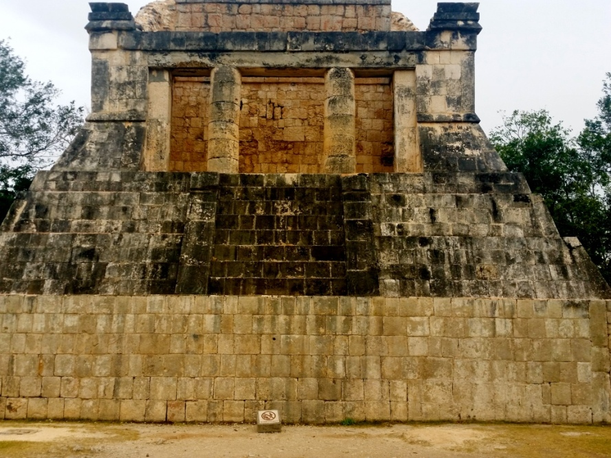 judge_maya_ball_game_chichenitza_stanito