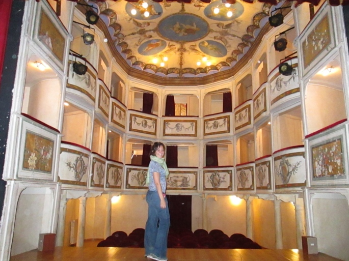 stanito_smallest_theater_concordia_umbria_italy