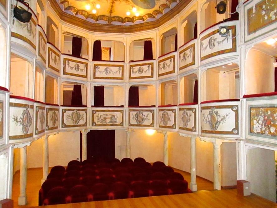 theatre_concordia_smallest_theatre_in_the_world_Stanito_1b