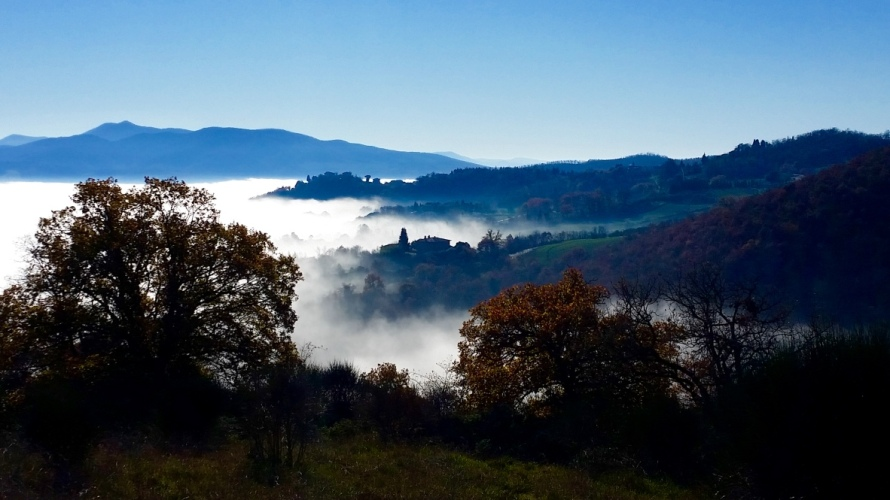 Corbara_fog_white_christmas_Umbria_Italy_Stanito