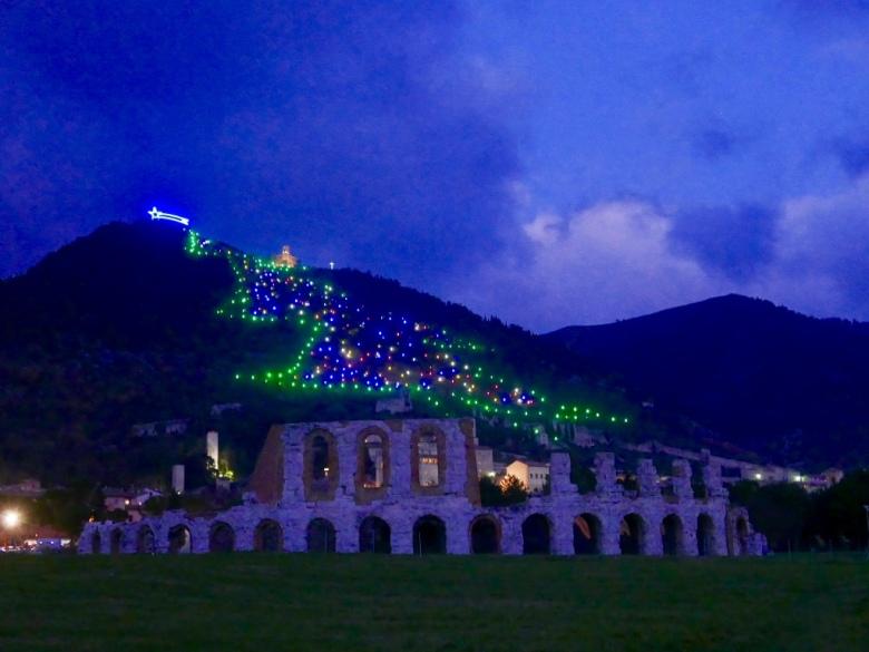 Gubbio_biggest_christmas_tree_umbria_italy_stanito