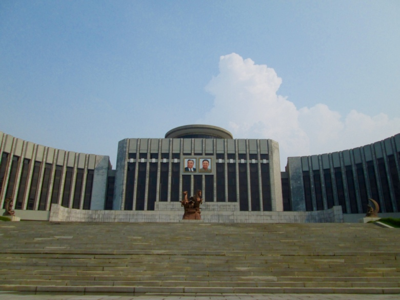 Mangyongdae_Children_Palace_North_Korea_Stanito