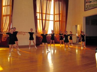 Mangyongdae_Children_Palace_North_Korea_Stanito_dancing_class
