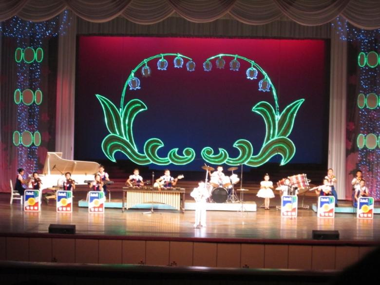 Mangyongdae_Children_Palace_North_Korea_Stanito_final_performance1