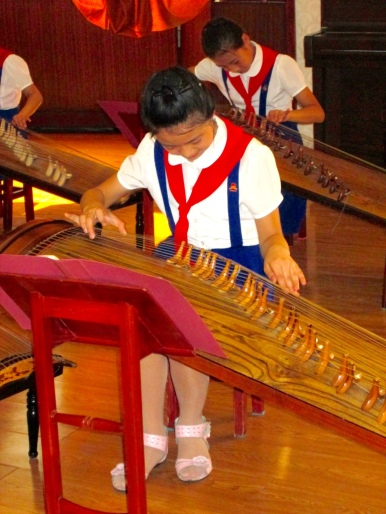 Mangyongdae_Children_Palace_North_Korea_Stanito_music_class2