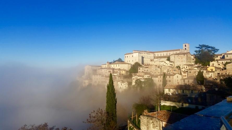 Todi_fog_white_christmas_Umbria_Italy_Stanito