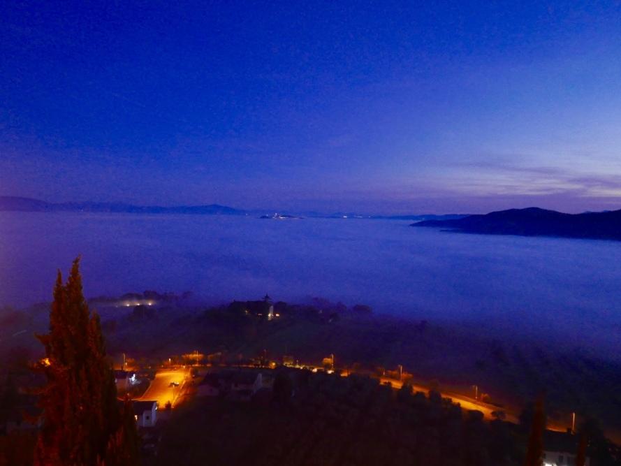 Todi_fog_white_christmas_Umbria_Italy_Stanito_1
