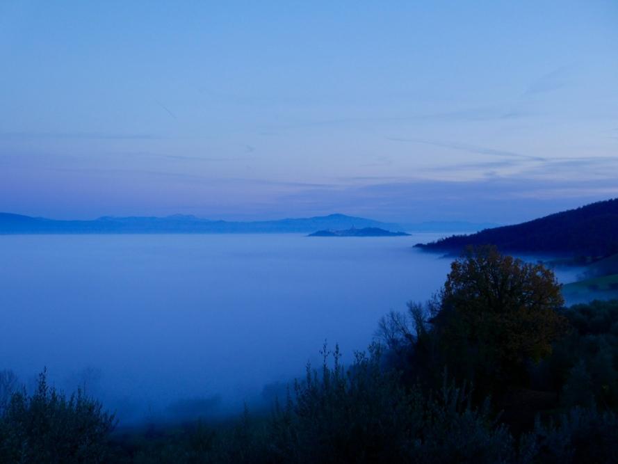 Todi_fog_white_christmas_Umbria_Italy_Stanito_2