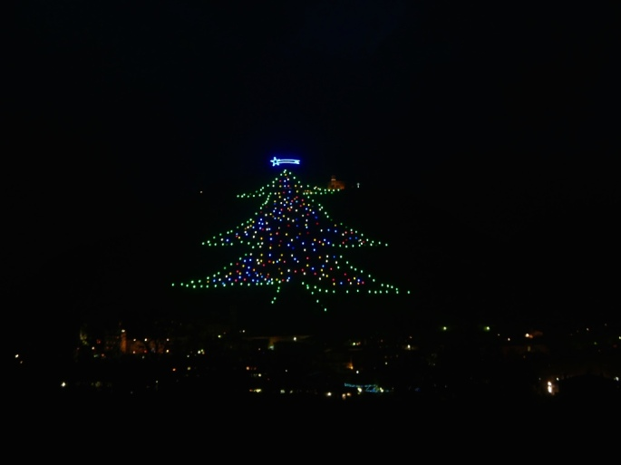Gubbio_biggest_christmas_tree_umbria_italy_stanito_1