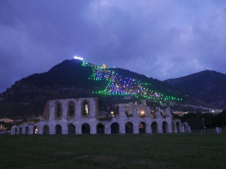 Gubbio_biggest_christmas_tree_umbria_italy_stanito_3