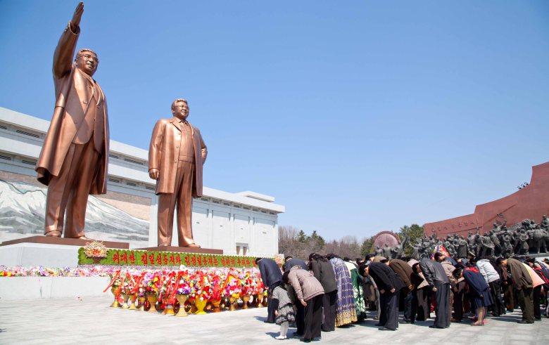 north_korea_cult_of_leaders_stanito.jpg