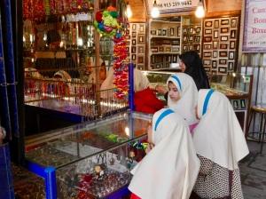 shopping_girls_esfahan_iran_stanito