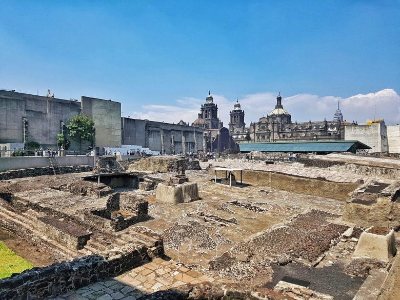 aztec_ruins_templo_mayor_Mexico_city_stanito