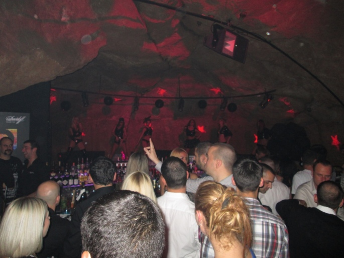 belgrade_serbia_night_club_stanito