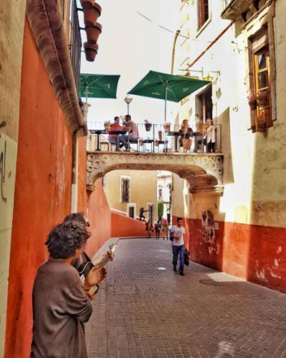balcony_restaurant_guanajuato_mexico_stanito