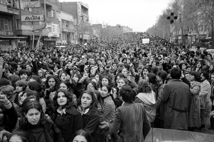 women_protesting_hijab_iran